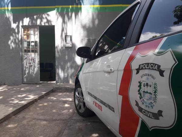 Diversos passageiros são feitos reféns durante assalto a ônibus coletivo em Teresina