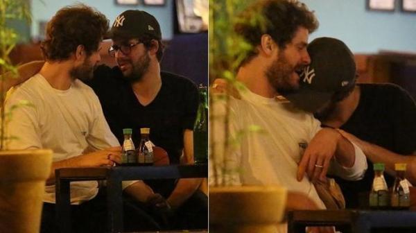 Ex de Bruna Marquezine é flagrado aos beijos com ator da Record