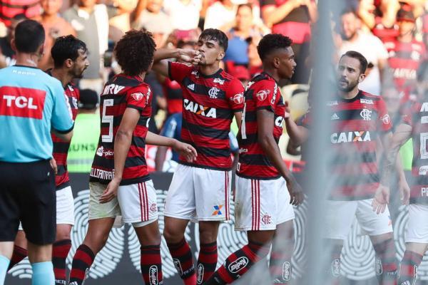 Flamengo vence o Galo e encurta distância para os rivais pela ponta