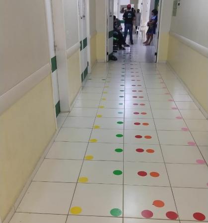 Direção do hospital de Água Branca instala sinalização de solo colorido