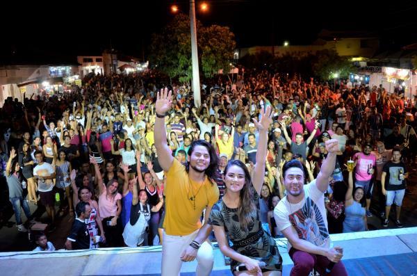 Show com Limão com Mel, Pedrinho Pegação e Forró Bandido marca o encerramento do festejo de Hugo Napoleão; imagens