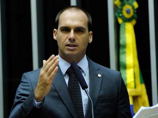 Filho de Jair Bolsonaro bate recorde de votos na Câmara Federal
