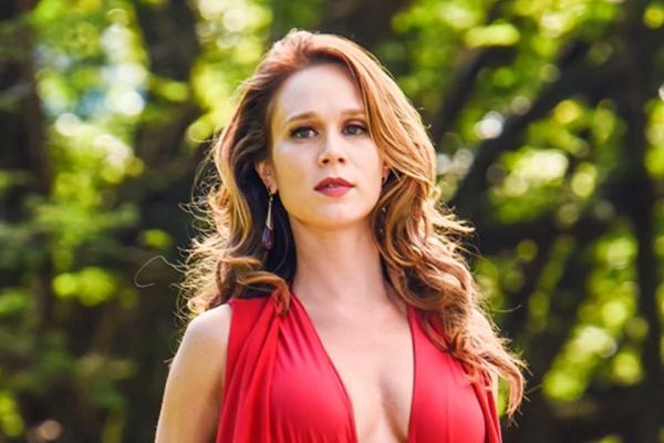 Mariana Ximenes divulga fotos inéditas de ensaio nu para revista; veja