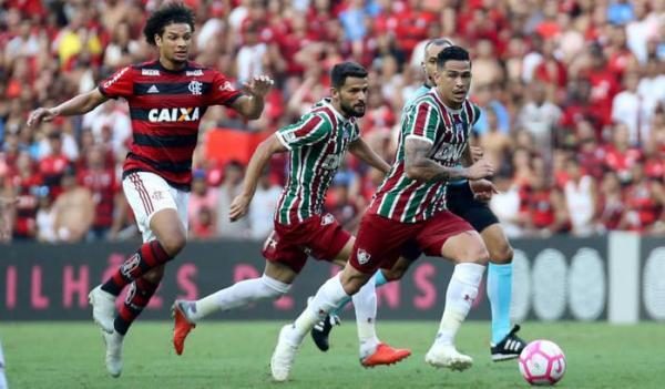 Flamengo faz 3 a 0 no Fluminense e dorme na vice-liderança