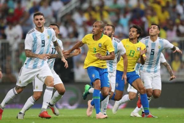 Com gol aos 47 do segundo tempo, Brasil vence Argentina e conquista taça do Superclássico