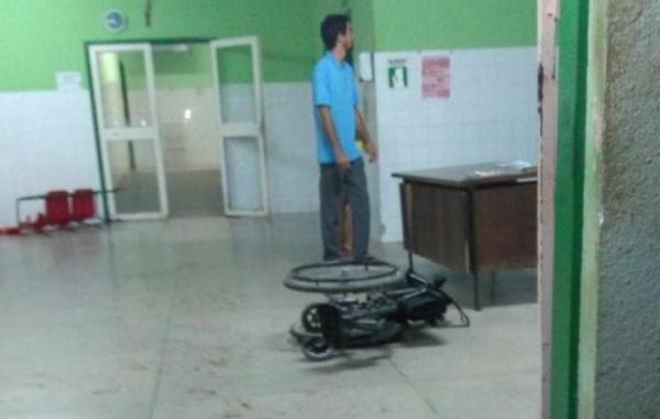 Após assalto frustrado, bandido quebra hospital e bate em pacientes em cidade do Piauí