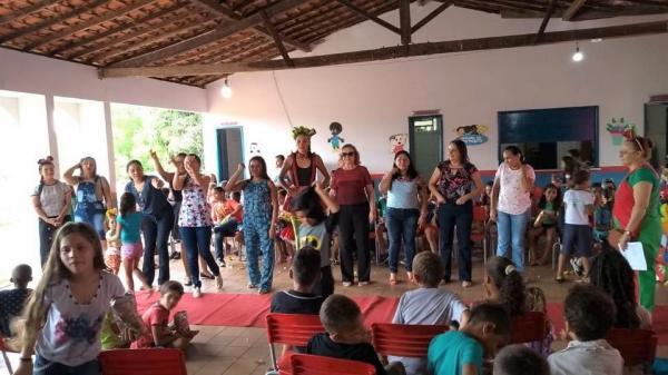 Angical do Piauí | Neta Santos participa de festa em homenagem ao dia das crianças em escola da rede municipal