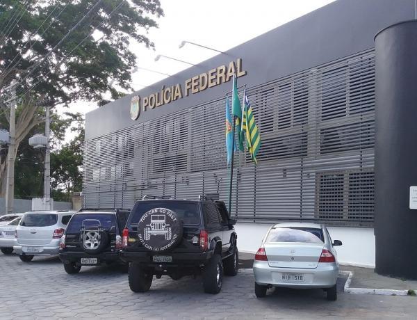 Suspeito foi preso e encaminhado para a Polícia Federal, que investiga o caso (Foto: Catarina Costa/G1 PI)