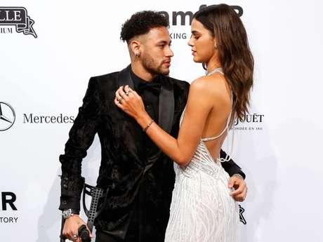 Confirmado: Bruna Marquezine e Neymar terminam namoro e atriz fala pela primeira vez