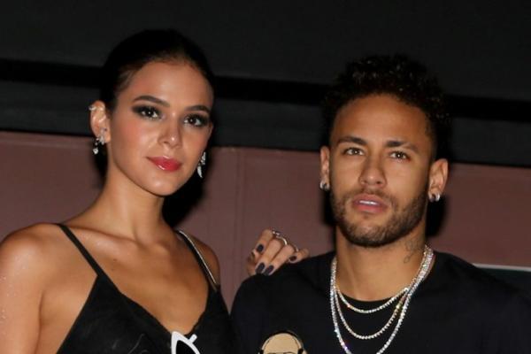 Neymar publica mensagem na internet após término com Marquezine e chega a conclusão