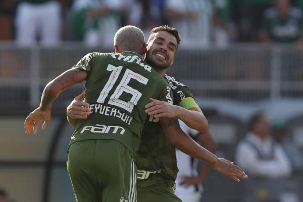 Líder disparado, Palmeiras vence Ceará por 2 a 1