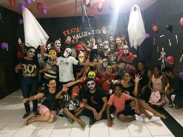 Serviço Social de Barro Duro proporciona noite de Halloween aos adolescentes
