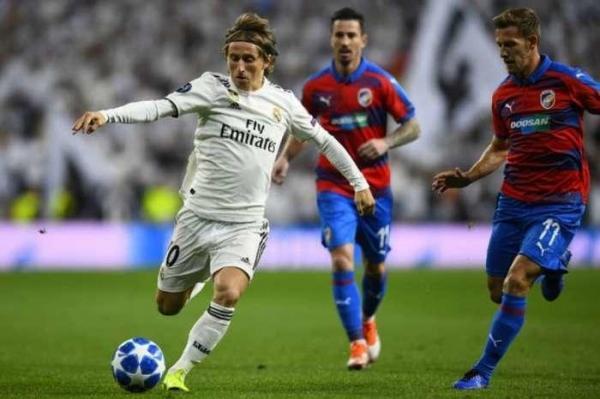 Real Madrid vence Plzen, mas sai vaiado na Liga dos Campeões