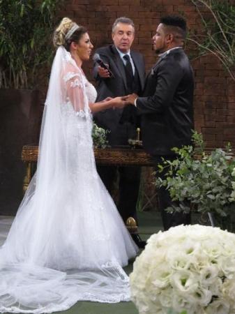 Tati Minerato e Marcelo Galatico se separam após três meses de casamento
