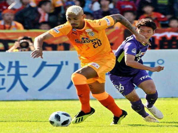 Jogador piauiense Crislan rompe ligamento do joelho no Japão