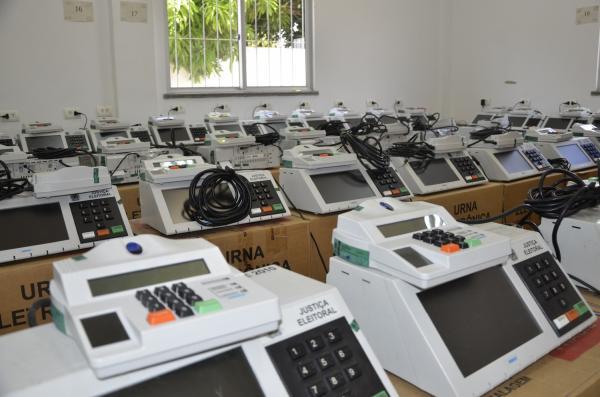 Urnas eletrônicas (Imagem: Valdomiro Gomes/CANAL 121)