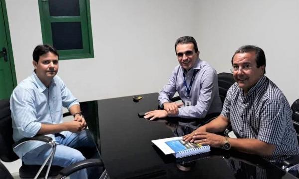 Prefeito pede melhorias no fornecimento de energia elétrica em Água Branca