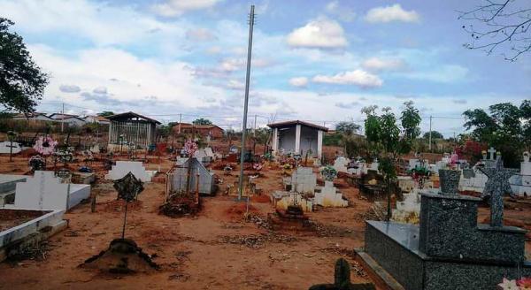 Prefeitura de Barro Duro intensifica trabalhos no cemitério municipal para o dia de finados