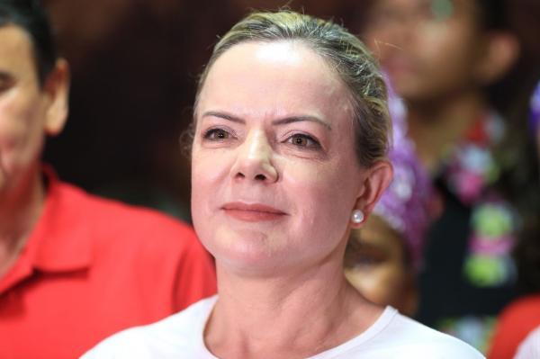 Gleisi Hoffmann diz que Lula está 'indignado' com escolha de Sérgio Moro para o Ministério da Justiça