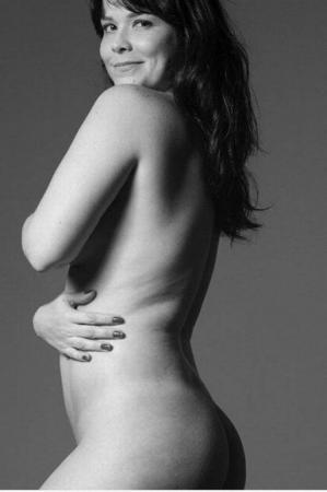 Aos 40 anos, Samara Felippo posa nua e sem retoques para projeto artístico