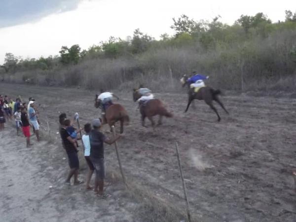 Um grande público compareceram na tradicional corrida de cavalos em Todos os Santos
