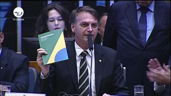 No Congresso, Bolsonaro diz que Constituição é norte da democracia