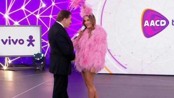 Silvio recusa abraço de Claudia Leitte e explica:
