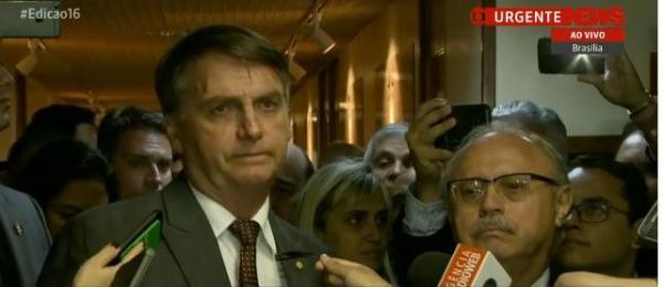 Bolsonaro diz que vai manter Trabalho com status de ministério