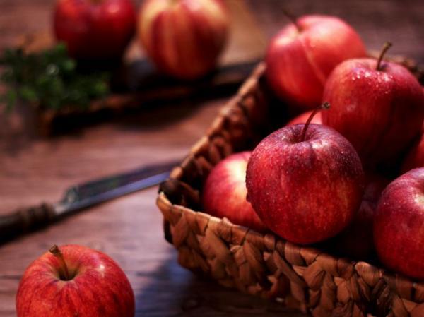 Comer 1 maçã por dia previne contra estes 5 tipos de câncer, provou estudo