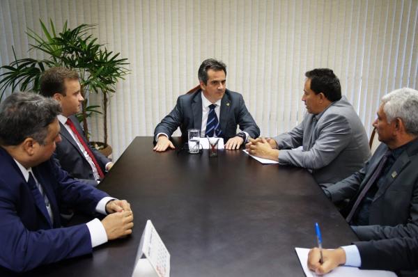 Prefeitos da AMPAR se reúnem com senador Ciro Nogueira e discutem destinação de recursos