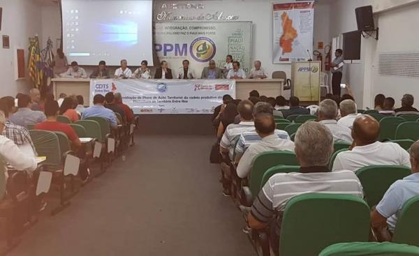 Prefeitos da Ampar participam de Seminário do Plano de Ação Territorial do Território Entre Rios, em Teresina