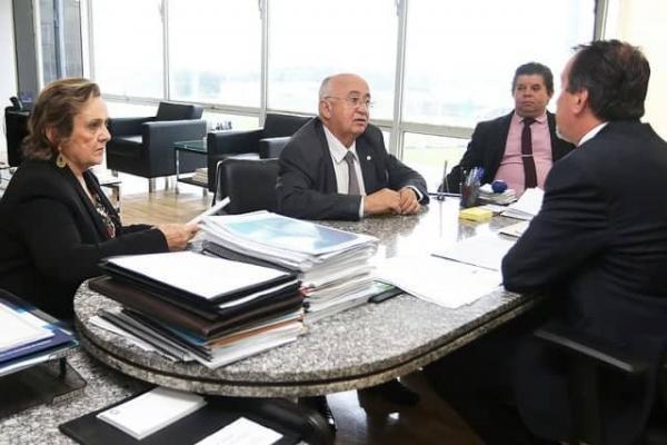 Em busca de recursos para Angical, prefeita Neta Santos participa de audiência com o ministro da Saúde, em Brasília
