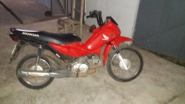 A motocicleta estava em poder do menor (Imagem: Divulgação PM)
