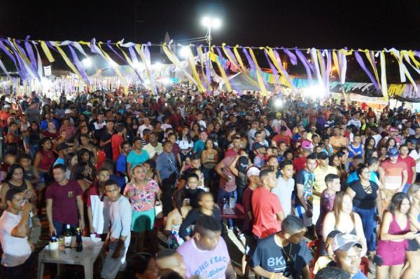 Farra da Gordinha e João Estilizado agitaram o festejo do mutirão em São Pedro do Piauí