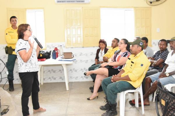 Pescadores participam de reunião para discutir o período da piracema
