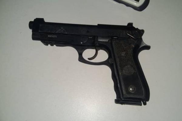Barro Duro | Durante confusão, policial civil fica ferido e tem arma roubada; dois foram presos