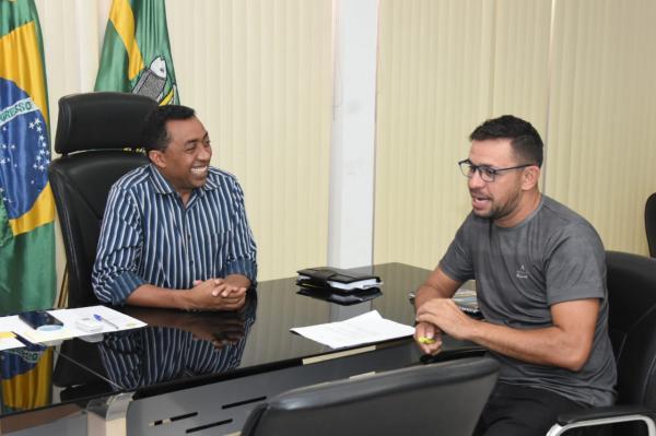 Prefeito Joel recebe presidente da Liga Florianense de Futebol