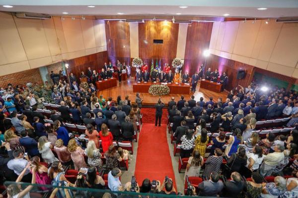 Governador Wellington Dias, senadores e deputados eleitos são diplomados pelo TRE-PI