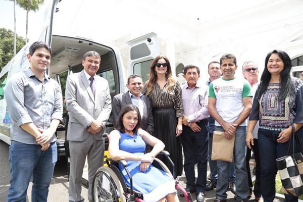 São Gonçalo do Piauí recebe van adaptada para transporte de pessoas com deficiência