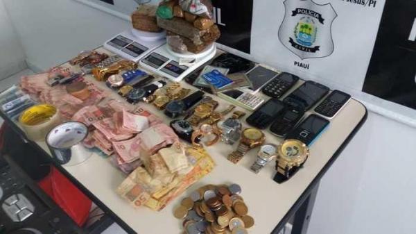 Idosa de 62 anos e seu marido são presos por tráfico de drogas em cidade do Piauí