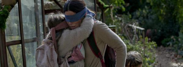 Filme Bird Box da Netflix tenta alternar entre catástrofe e reflexão