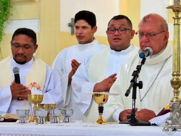 Arcebispo Dom Jacinto participa da oitava noite dos festejos de São Gonçalo, em Regeneração; imagens