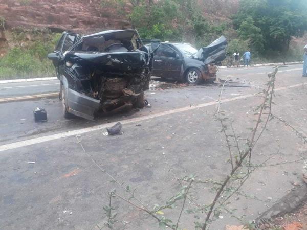 Rodovia da morte | Colisão frontal deixa um morto e cinco feridos na BR-135, no sul do Piauí