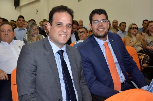 Presidente eleito da AMPAR, prefeito Diego Teixeira, participa da posse do novo presidente da APPM