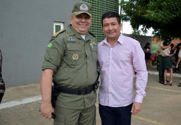 Vice-prefeito de Água Branca, Nem Motos, participa da solenidade de troca de comando do 18º BPM