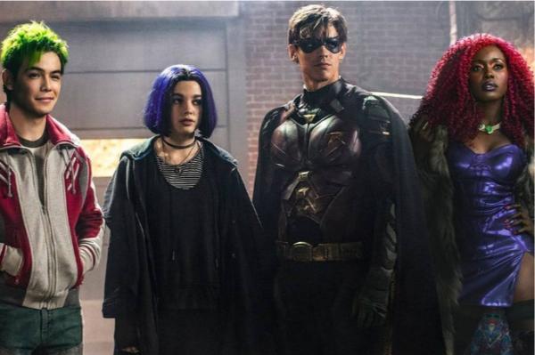 Murano (Ryan Potter), Ravena (Teagan Croft), Robin (Brenton Thwaites) e Estelar (Anna Diop) em 'Titãs' (Imagem: Divulgação)