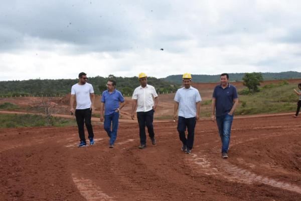 80% das obras do esgotamento de Floriano estão concluídas