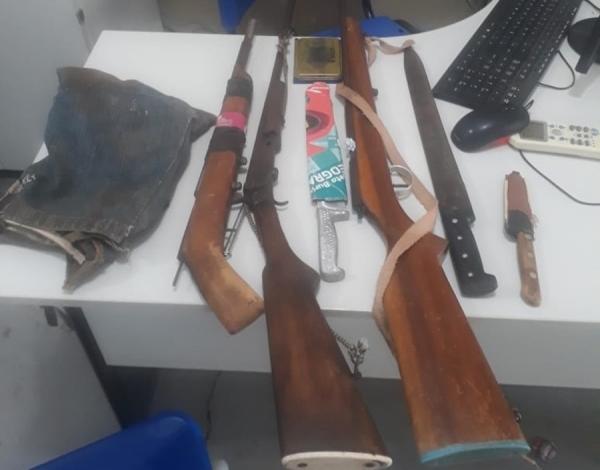 Armas apreendidas (Imagem: Divulgação/PM)