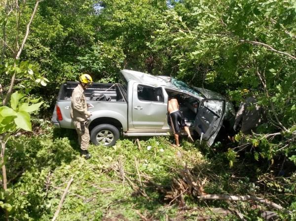 Hilux capota e deixa cinco pessoas feridas em rodovia do norte do Piauí