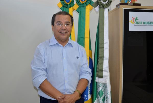 Prefeito de Água Branca solicita instalação de Delegacia da Mulher no município